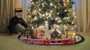 Train_around_the_Christmas_tree FOUR